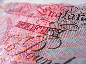 Jak zabezpieczyć oszczędności przed inflacją w UK?