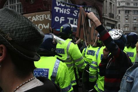 Zamieszki w UK a odszkodowanie za straty