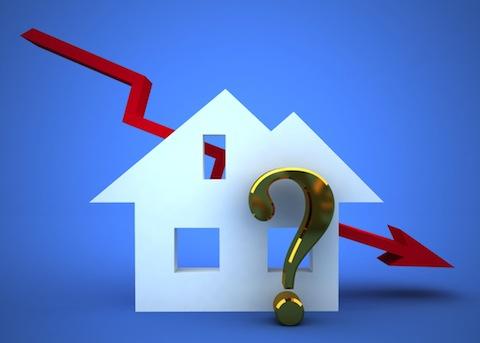 Mniej kredytów i niższe ceny nieruchomości w UK