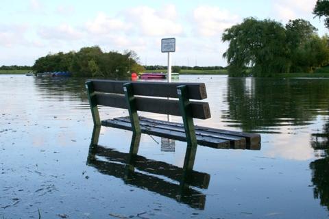 Powódź uniemożliwiła Ci dotarcie do pracy? Sprawdź, czy Ci zapłacą!